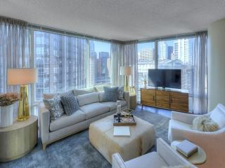 Luxurious 2 Bedroom 2 Bathroom Apartment in Chicago - 24 Hour Door Staff - Chicago vacation rentals