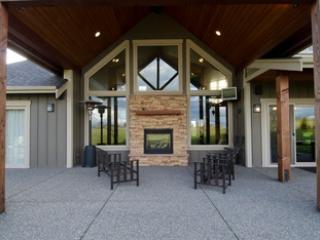 Perfect 3 bedroom Ferndale House with Hot Tub - Ferndale vacation rentals