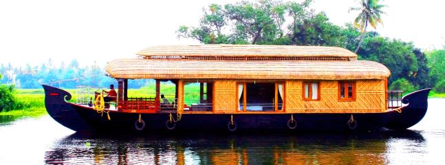 Cozy Boathouse with Refrigerator and DVD Player in Alappuzha - Alappuzha vacation rentals