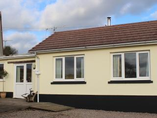 2 bedroom Cottage with Deck in Saint Clears - Saint Clears vacation rentals