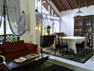 4BR Holiday Home Puncak Cipanas - Cipanas vacation rentals