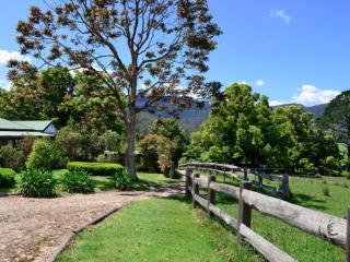Lovely 4 bedroom Kangaroo Valley House with Balcony - Kangaroo Valley vacation rentals
