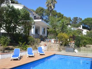 Peaceful location, lovely sea views, private pool - Begur vacation rentals