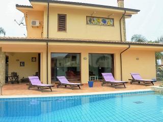 3 bedroom Villa with Internet Access in Carini - Carini vacation rentals
