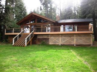Beautiful Cabin with Deck and Internet Access - Lake Almanor vacation rentals