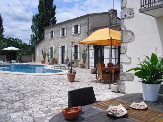 Luxury B&B maison à votre santé, room Marzelle - Savignac-de-Duras vacation rentals