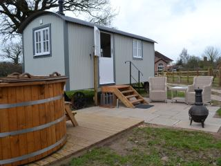 Comfortable 1 bedroom Shepherds hut in Nantwich - Nantwich vacation rentals
