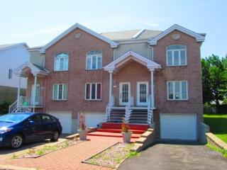 2-bd House all included in very good Neighborhood in Brossard! - Brossard vacation rentals