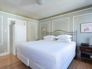 onefinestay - India Street apartment - Brooklyn vacation rentals