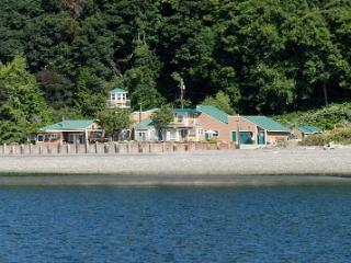 Beautiful Beach, 3 masters, 4 bath, sleeps 8-10 - Vashon vacation rentals