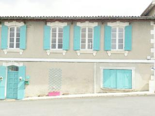 House Central Village-10 minutes from Aubeterre - Saint-Severin vacation rentals