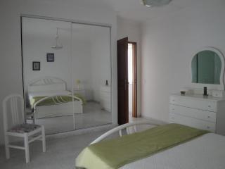 Beach apartement for 7 persons - Armação de Pêra vacation rentals