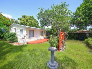Quiet cottage area. - Honeysuckle Cottage - Longboat Key - rentals