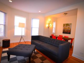 2000+ SF Duplex, Perfect for Large Groups! - Chicago vacation rentals