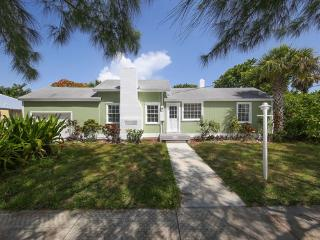 3 bedrooms 10 guests, Cottage by the beach, quiet - Longboat Key vacation rentals