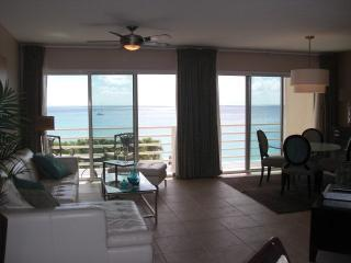Beautiful Condo with Internet Access and A/C - Cupecoy Bay vacation rentals
