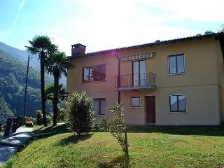 Sunny 2 bedroom Intragna Apartment with Internet Access - Intragna vacation rentals