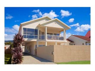 Perfect 5 bedroom Woonona House with A/C - Woonona vacation rentals