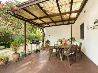 2 bedroom Cottage with A/C in Thirroul - Thirroul vacation rentals