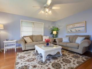 Bright Coastal Cottage - 1.2 miles to the beach! - Naples vacation rentals