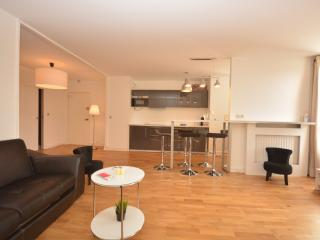 Comfortable Condo with Internet Access and Television - 19th Arrondissement Buttes-Chaumont vacation rentals