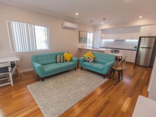 2 bedroom House with Internet Access in Kallaroo - Kallaroo vacation rentals