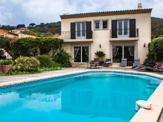 VILLA  210 M2 CLIMATISEE PISCINE CHAUFFEE - Saint-Maxime vacation rentals