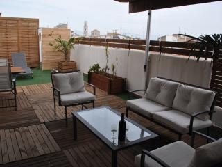 """"""" CACHITO """" BEAU PENTHOUSE AVEC TERRASSE - Figueres vacation rentals"""