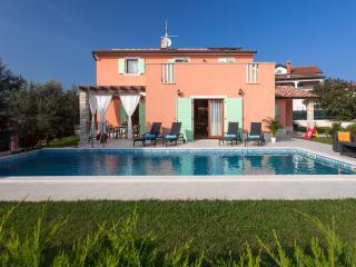 Comfortable 4 bedroom Villa in Umag with Television - Umag vacation rentals