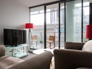 Perfect 2 bedroom Melbourne Apartment with Internet Access - Melbourne vacation rentals