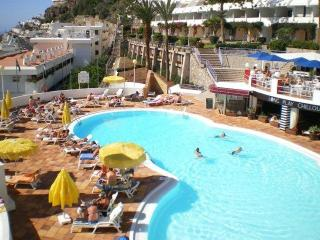 easy access to the beach, large swimming pool - Puerto de Mogan vacation rentals