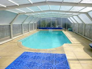 Heated indoor pool 10 mins from beaches and Dinan - Dinan vacation rentals
