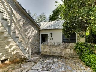 Downtown garden cottage w/antique decor & private courtyard! - Luckenbach vacation rentals