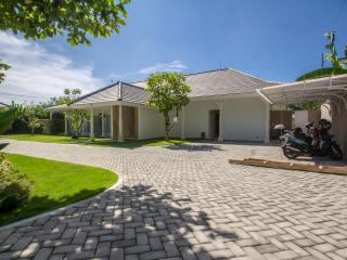 LUXURY 4BR, 2000M² + FREE Breakfast - Canggu vacation rentals