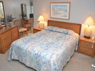 COTTAGE FEEL IN OCEAN FRONT 2 BEDROOM CONDO - Garden City Beach vacation rentals
