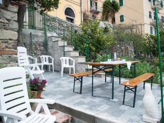 Romantic 1 bedroom Corniglia House with Balcony - Corniglia vacation rentals