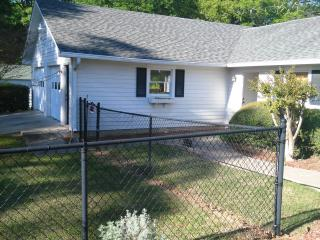 Romantic 1 bedroom Jonesboro House with Private Outdoor Pool - Jonesboro vacation rentals