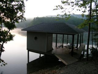 "Smith Mountain Lake  "" Witcher Way lake House "" - Huddleston vacation rentals"