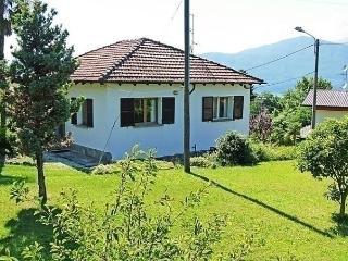 Nice 2 bedroom House in Porto Valtravaglia - Porto Valtravaglia vacation rentals