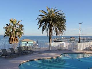 Romantic 1 bedroom Cottage in Fulton with Shared Outdoor Pool - Fulton vacation rentals
