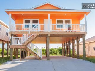 Pet friendly, parking, pool, bbq - Port Aransas vacation rentals