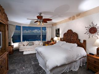 3 bedroom Apartment with Housekeeping Included in Cozumel - Cozumel vacation rentals