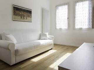 Cozy 3 bedroom Apartment in Mestre with A/C - Mestre vacation rentals