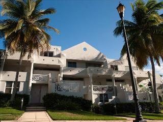 2 bedroom Condo with A/C in Dorado - Dorado vacation rentals