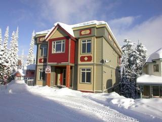 Deluxe Four Bedroom Home Right on the Skiway - Silver Star Mountain vacation rentals