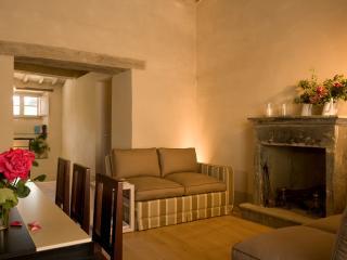 Perfect 2 bedroom House in Castiglioncello del Trinoro with Housekeeping Included - Castiglioncello del Trinoro vacation rentals