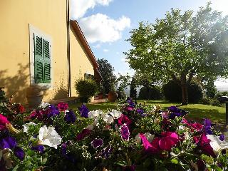 Charming House with Deck and Shared Outdoor Pool in Lamporecchio - Lamporecchio vacation rentals