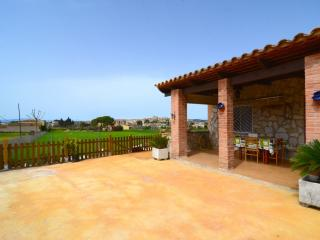 Cozy House with Washing Machine and Television - Bellcaire d'Emporda vacation rentals