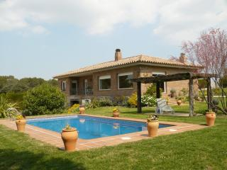 Comfortable Villa in Les Olives with Internet Access, sleeps 8 - Les Olives vacation rentals