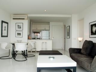 Stunning 1 BR in Luxury Building - Cartagena vacation rentals